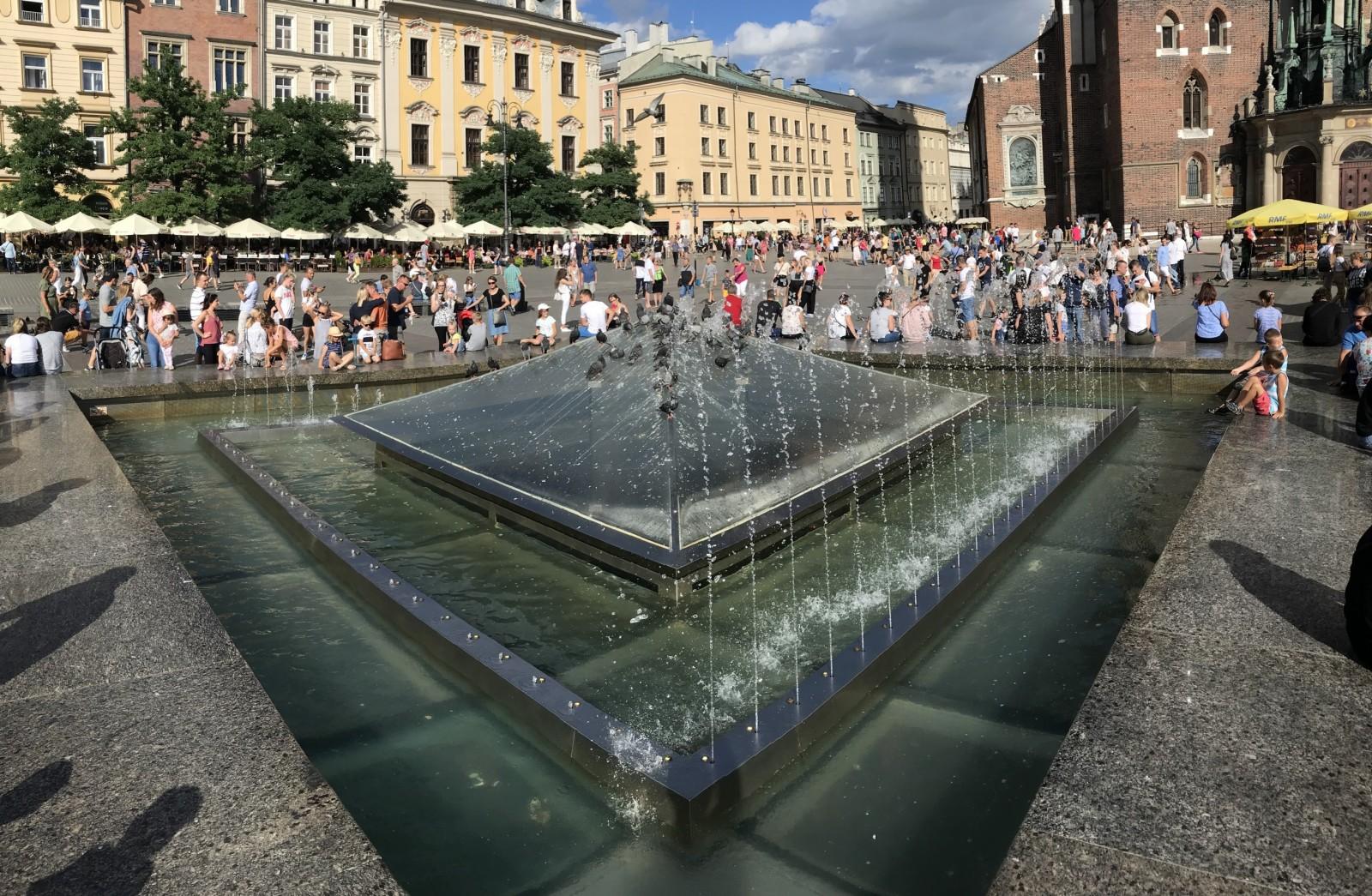 Fontanna na rynku głównym w krakowie